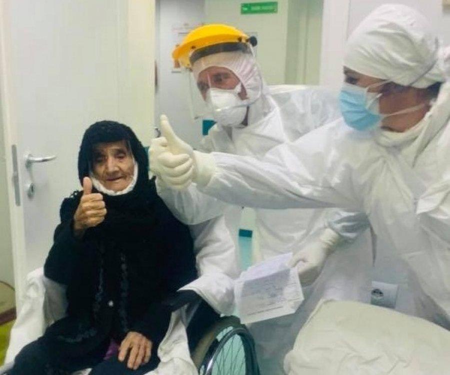Nënë Haxhireja, 80 vjeç, nga Durrësi mposht koronavirusin dhe del nga spitali
