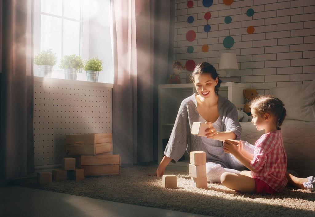 Këshilla/ Si të ndërtoni marrëdhënie më të fortë me fëmijët tuaj gjatë qëndrimit në shtëpi