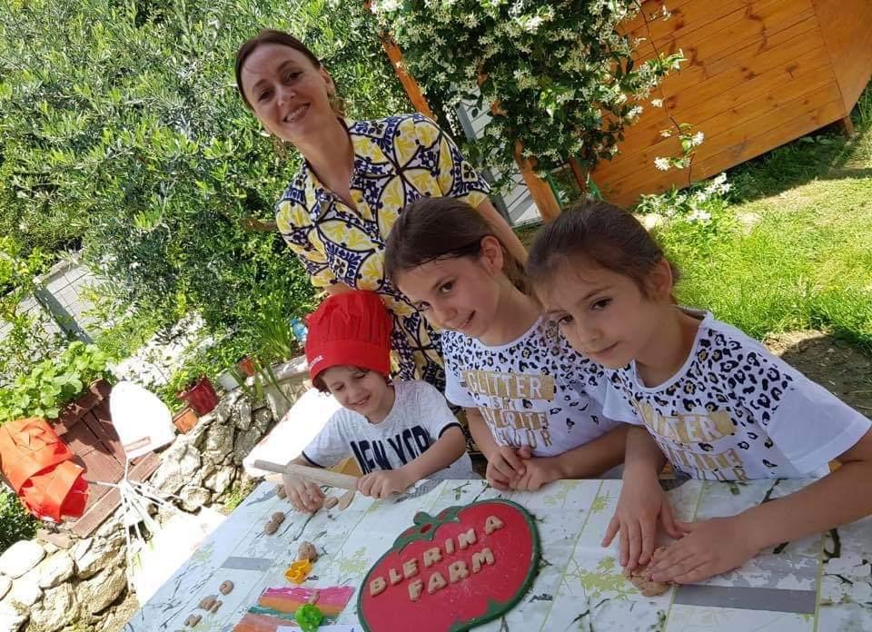 Blerina Bombaj informon fëmijet mbi gatimet e shëndetshme. - PO.al