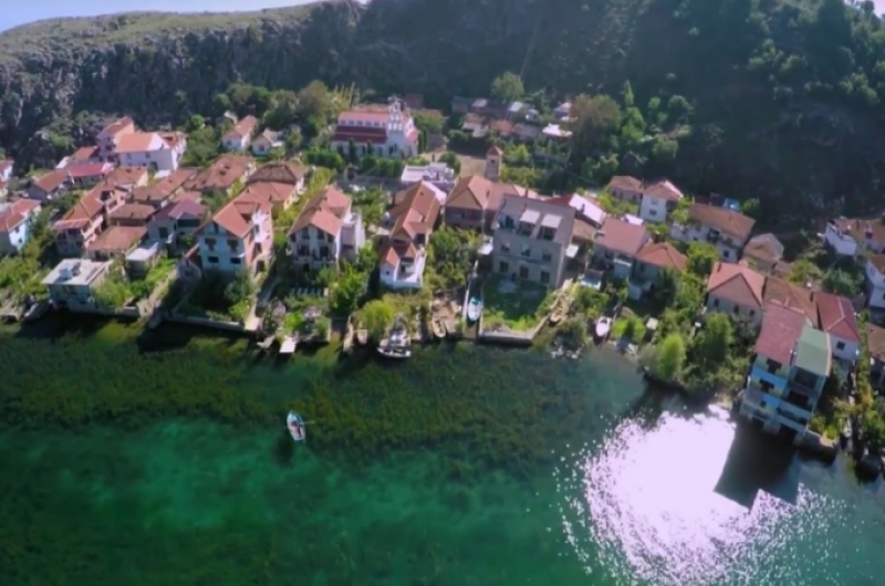 """""""Forbes"""" shkruan për liqenin e Ohrit: Mrekullia e re e njohur nga UNESCO"""