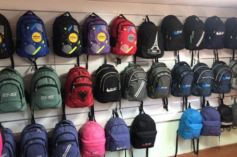 Erdhiii shkolla! Këto çanta nuk janë kineze, janë 100% 'made in Albania' (Fotot)