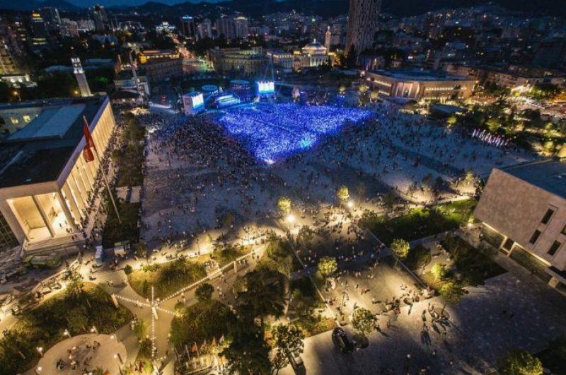 Tirana mes 10 qyteteve të preferuara nga britanikët, ja çfarë shkruan The Sun