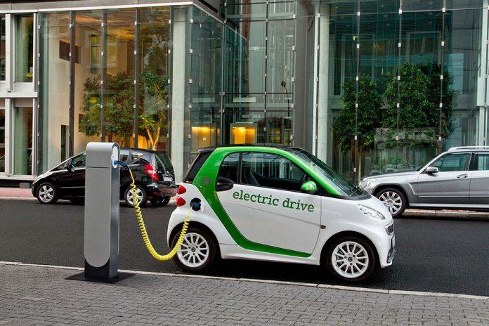 Lajmi i mirë/ Shqipëria heq tarifat për makinat elektrike