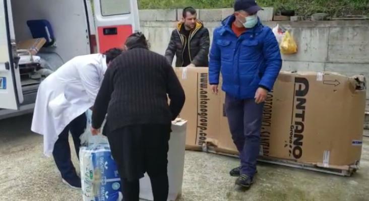 Qytetarja nga Vlora i dhuron spitalit respiratorin 20 mijë euro për pacientët me COVID-19