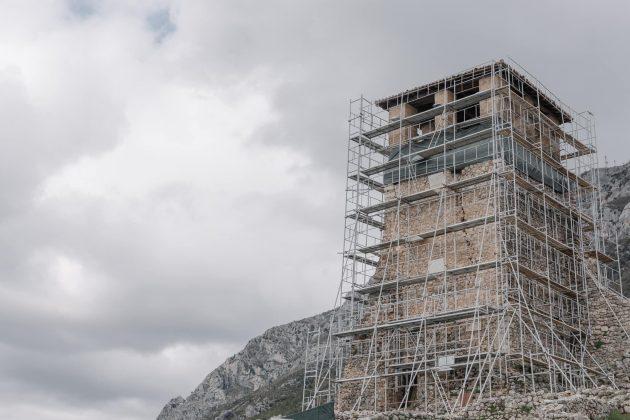 FOTO/ Nis puna për restaurimin e kullës-simbol në Kalanë e Krujës
