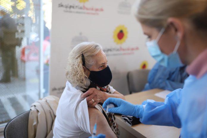Më shumë se 200,000 gjyshe dhe gjyshër të vaksinuar, në total 281 216 vaksinime