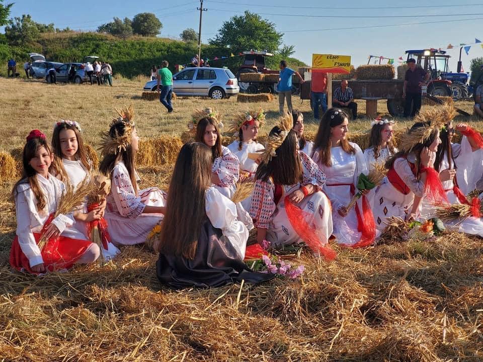 """""""Festa e grurit"""", një paradë e veshjeve, këngëve e valleve tradicionale, e bukurisë e mikpritjes myzeqare"""
