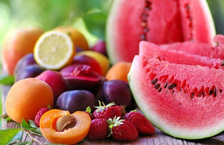 Cilat janë ushqimet më të shëndetshme që duhet të konsumoni në plazh?