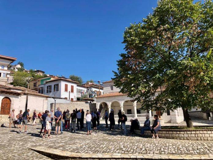 SHIFRAT/ Shtatori dhe tetori sjellin mijëra turistë në Berat