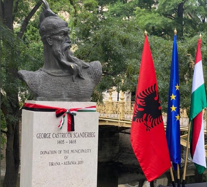 """Pas Budapestit, edhe Praga do të ketë një shesh me emrin """"Skënderbej"""""""