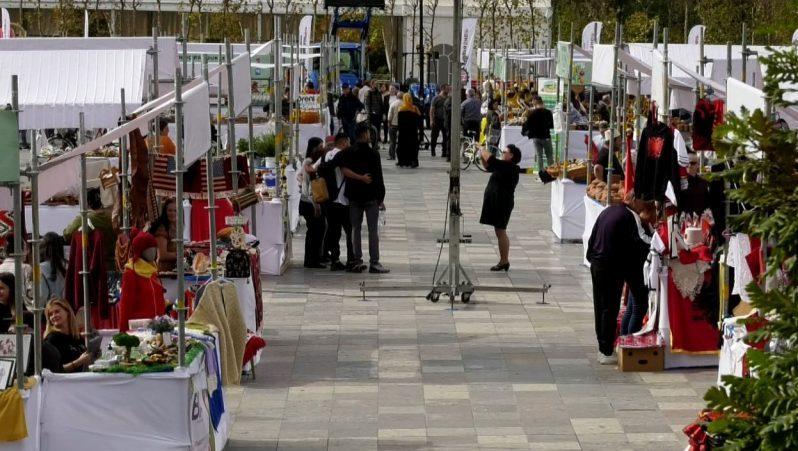 """Tirana, """"zona bio"""" për tre ditë! 40 agrobiznese dhe prodhues ekspozojnë produkte vendase"""